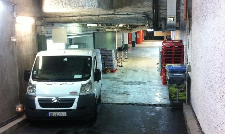 In parcarea de sub arena Suzanne Lenglen de la Roland Garros