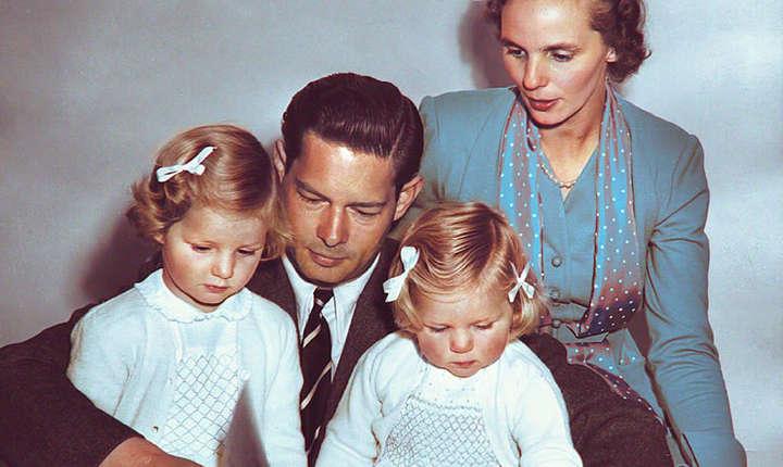 Maiestatea Sa Regele Mihai in exil, alaturi de Regina Ana si Principesele Margareta si Elena
