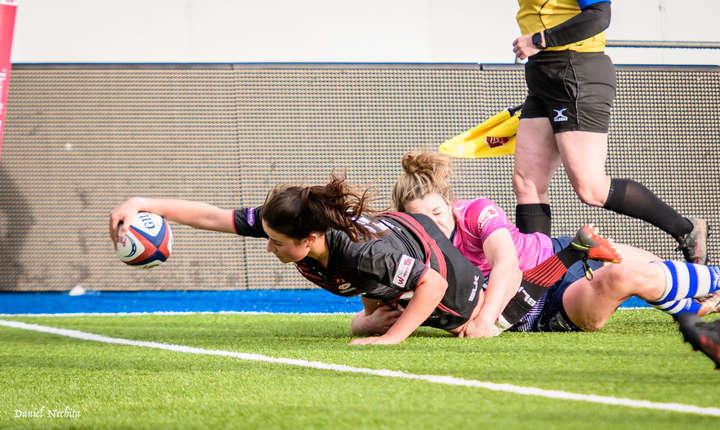 Rugby-ul feminin este foarte antrenant, un joc cursiv, cu eseuri spectaculoase ca acesta marcat de Saracens