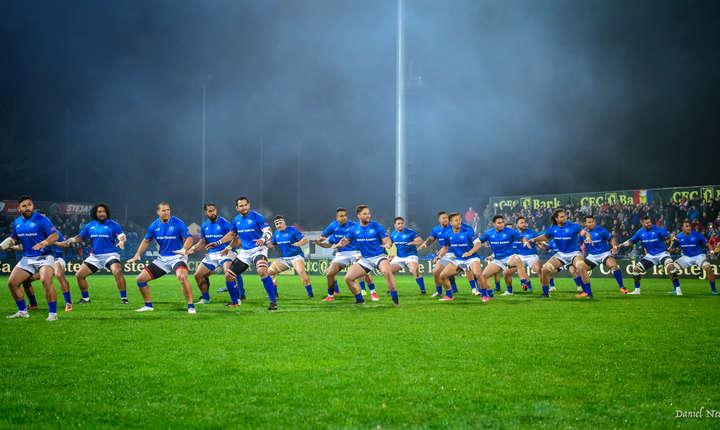 Samoanii au jucat pentru prima dată în România după 28 de ani și au executat tradiționalul lor dans de luptă, Siva Tau, înaintea meciului de pe stadionul Arcul de Triumf