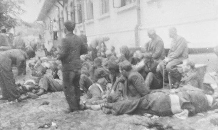 Sute de bărbați evrei au fost executați prin împușcare în curtea Chesturii de Poliție