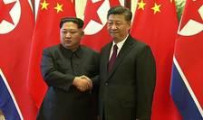 Kim Jong-un şi Xi Jinping în cursul unei precedente întîlniri, în martie 2018