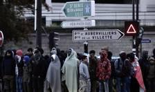 Porte de la Chapelle, Paris, 9 mai 2017, migranti în asteptarea evacuarii spre diferite centre de primire
