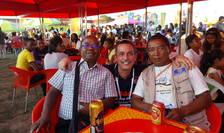 Jules Randrianomenjanahary si Ralalason Wigmaston Eddie Texas, doi medici malgasi, fosti studenti în România, împreunà cu Vasile Damian