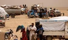 Refugiati care au parasit orasul Raqa din cauza luptelor