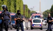 Dispozitiv politienesc pe Champs-Elysées