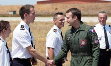Presedintele francez Emmanuel Macron vizitînd baza militara de la Istres pe 20 iulie 2017