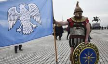Manifestant purtînd un vechi costum grec la Thesalonik, el protesteaza împotriva utilizarii numelui de Macedonia de catre fosta republica yugoslava a Macedoniei