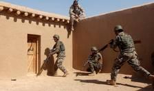 Instructor american pregatind militari afgani