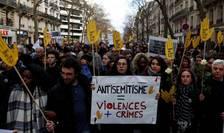 Marş alb la Paris pe 28 martie 2018 în memoria octogenarei Mireille Knoll asasinată în apartamentul ei.