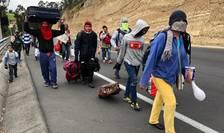 Mii de venezueleni pe drumurile din Ecuador