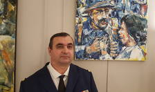 Paul Anastasiu lângà una din operele sale, Paris, decembrie 2018.