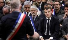 Emmanuel Macron în cursul unei dezbateri cu primari francezi