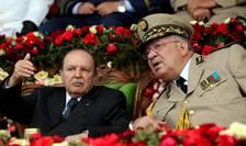 Preşedintele algerian Abdelaziz Bouteflika ală turi de şeful de stat major al armatei, generalul Ahmed Gaïd Salah, în iunie 2012.
