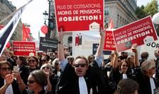 Avocaţi şi alte profesiuni liberale manifestînd, pe 16 septembrie, la Paris, pentru menţinerea regimului lor special de pensii