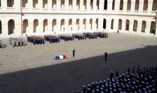 Omagiul national, ceremonia funebrà militarà, a avut loc în Curtea de onoare a Invalizilor si a fost prezidatà de Emmanuel Macron