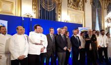 """Secretarul de stat în MAE francez Jean-Baptiste Lemoyne, înconjurat de o parte din chefii care participà la editia 2020 a operatiunii """"Goût de France/Good France"""""""