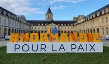 Forumul mondial Normandia pentru pace are loc la Abbaye des Dames, abatie din secolul 12, aflatà la Caen.