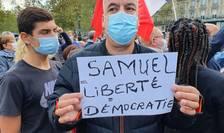 Participant la manifestatia de omagiu în memoria lui Samuel Paty, Paris 18 octombrie 2020.