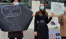 Manifestanti în Place de la République din Paris, 18 octombrie 2020, în memoria profesorului decapitat de un islamist cecen.