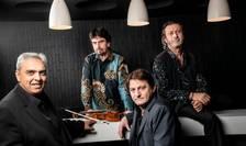Cvartetul lui Florin Niculescu (stânga): Philippe Aerts, contrabas (în picioare cu càmasa cu motiv albastru), Bruno Ziarelli, baterist (asezat pe masà, în dreapta) si Hugo Lippi, chitarà (asezat, dreapta).