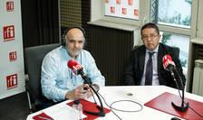 Ovidiu Nahoi și Murat Iusuf in studioul radio RFI Romania