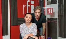 Laura Ștefan și Nicolas Don in studioul radio RFI Romania