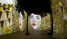"""Expozitia """"Klimt Hundertwasser Poetic_Ai"""" consacta pictorilor Gustave Klimt si Friedensreich Hundertwasser, 10 aprilie 2018, l'Atelier des Lumières, Paris"""