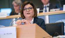 Coronavirusul este o amenintare pentru sanatatea publica, pentru mobilitate si pentru economie, spune intr-un interviu pentru Ziare.com comisarul european Adina Valean.