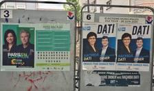 Afis electoral în fata unei sectii de vot din arondismentul 20 al Parisului, 28 iunie 2020.