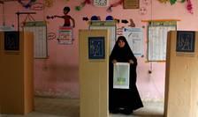 O femeie irakiană votează la alegerile de sâmbătă, 12 mai 2018, din Irak (Foto: Reuters/Thaier al-Sudani)