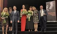 Alina Pavalache - director artistic al Intâlnirilor George Enescu din Paris alaturi de ambasadorul României la Paris, Luca Niculescu, de ambasadoarea României la UNESCO, de pianistele Dana Ciocârlie si Adela Liculescu.