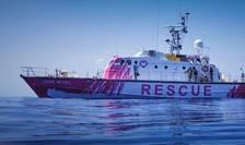 Ambarcatiunea Louis Michel este finantata de celebrul artist Banksy pentru a salva migrantii de Mediterana.j