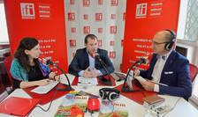 Andreea RADU, Victor SRAER şi Sergiu COSTACHE in studioul de emisie RFI Romania