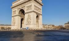 Place de l'Etoile (Arcul de Triumf); fotograful a traversat piata pe jos, pentru prima datà în viata lui. 17 martie 2020.