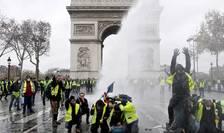 Veste galbene în fata Arcului de Triumf din Paris, 1 decembrie 2018.