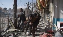 Persoane rănite, în urma atentatului de sâmbătă, 27 ianuarie 2018, din Kabul (Foto: AFP/Wakil Kohsar)