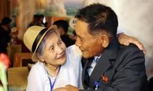 Au fost reluate reuniunile de familie, între Coreea de Sud si cea din Nord. Aici, o familie se reîntâlneste în zona demilitarizata, situata între cele doua Corei, 20 august 2018.