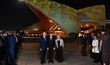 Presedintele francez Emmanuel Macron întâmpinat în fata operei din Sydney de premierul australian Malcom Turnbull si sotia sa, 1 mai 2018