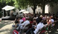 Lectura în aer liber la Avignon