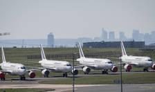 Avioane ale companiei Air France stationate pe aeroportul Charles de Gaulle din Paris, în perioada carantinei impuse de epidemia de coronavirus
