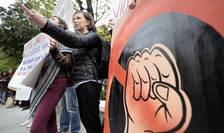 Protest în fața Primăriei Capitalei, din cauza închiderii singurului adăpost non-stop pentru victimele violenței domestice, aprilie 2019 (Sursa: MEDIAFAX FOTO/Andreea Alexandru)