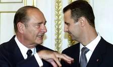 Bachar al-Assad si Jacques Chirac, presedintele francez care i-a acordat omologului sàu sirian Legiunea de onoare în 2001, la Palatul Elysée