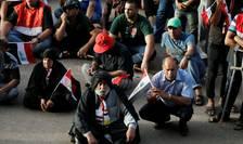 Susţinători ai clericului şiit Moqtada Sadr, în Zona Verde din Bagdad (Foto: Reuters/Thaier Al-Sudani)
