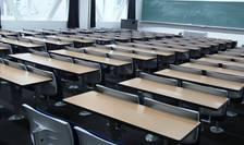 Reguli sanitare anti-COVID aiuritoare: un metru distanţare la şcoală, doi – la restaurante.Cum explică specialiştii această dublă măsură?