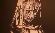 """""""Uşa lui Banksy"""" reprezintă un omagiu adus victimelor atentatelor de la Bataclan."""