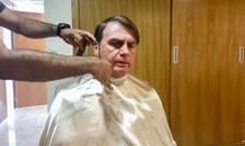 Jair Bolsonaro, presedintele Braziliei, pe scaunul frizerului la ora când trebuia sà se vadà cu Jean-Yves Le Drian, ministrul francez de externe.