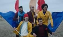 """Breunion Boys în clipul 'Britain Come Back'.Băieţii cântă """"Nu pot să cred că acesta este sfârşitul… Britain come back, nu e prea târziu să te răzgândeşti""""."""