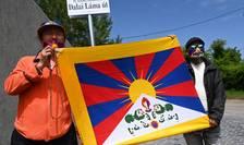 """Manifestanti pe noua stradà """"Dalai Lama"""" din Budapesta, 2 iunie 2021."""