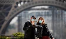 Turişti în faţa Turnului Eiffel, Paris, 20 martie 2020
